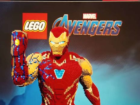 Two-meter sculpture of Tony Stark made of LEGO