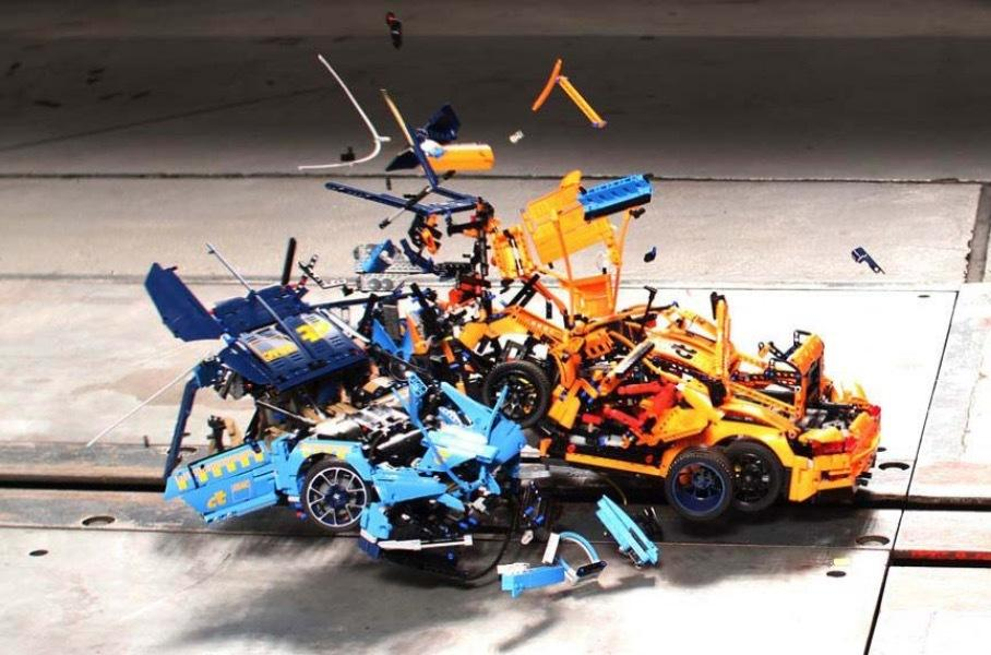 Video: LEGO Bugatti Chiron and LEGO Porsche 911 GT3 RS Crash Test | LAMINIFIGS