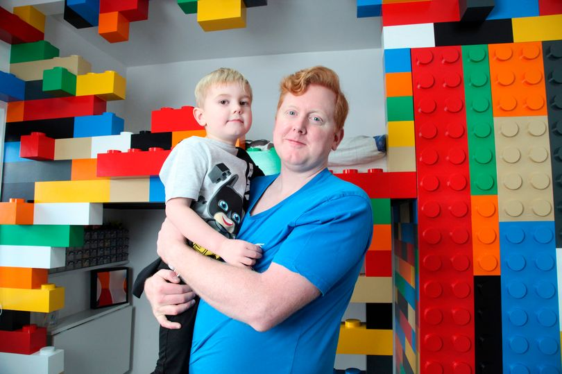 Father made an unusual LEGO bedroom for his son featuring 100,000 bricks | LAMINIFIGS