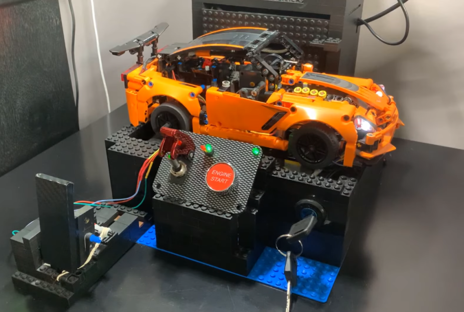 Lego Chevrolet Corvette ZR1 gets electric engine and manual gearbox | LAMINIFIGS