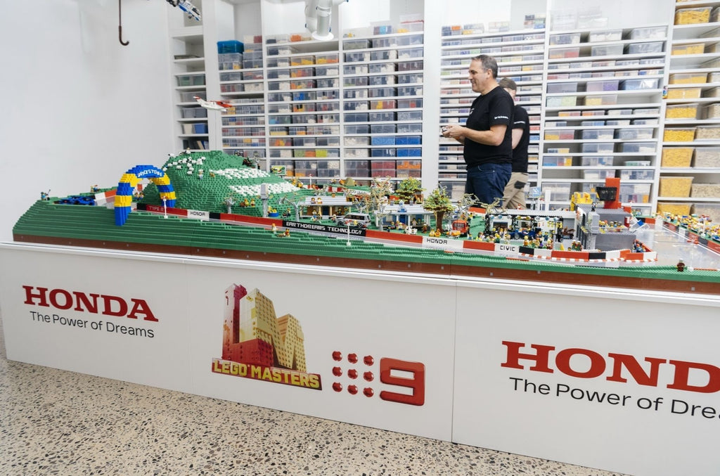 Australia's main racing circuit recreated with 150 000 LEGO parts | LAMINIFIGS
