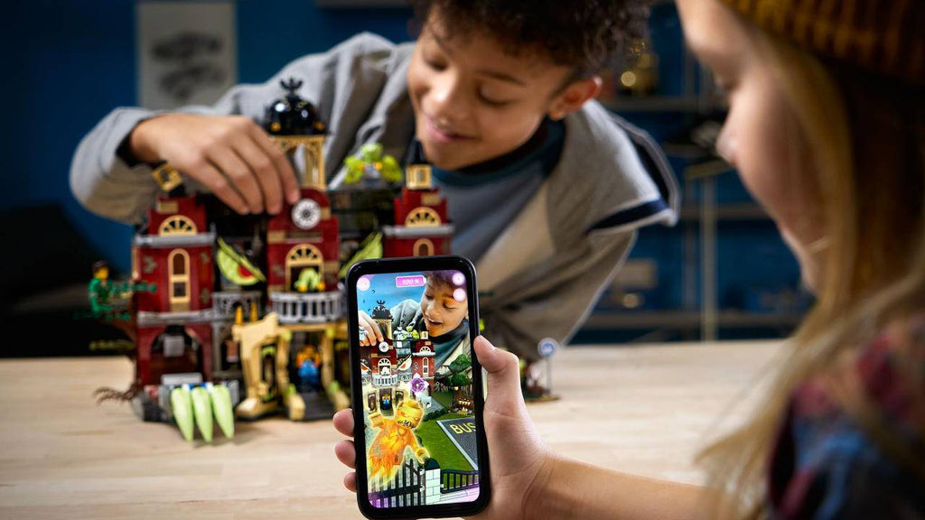 LEGO launches new building sets for smartphone-addicted generation | LAMINIFIGS