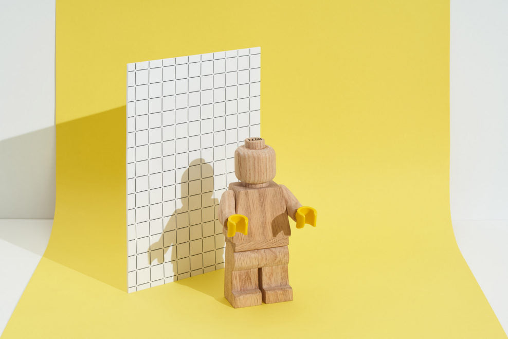 LEGO returns to the roots and releases wooden minifigures LAMINIFIGS