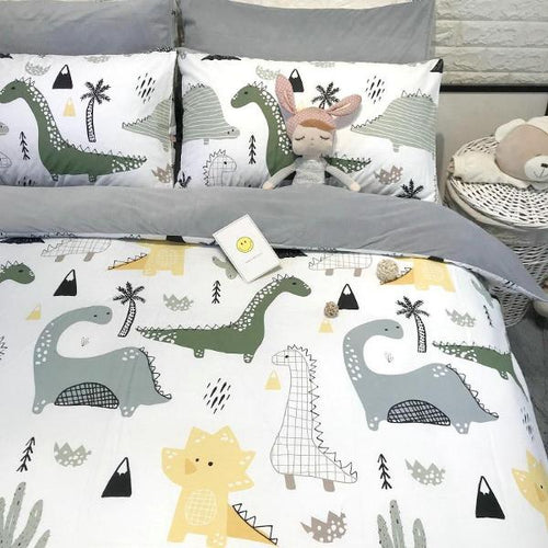 Cute cartoon children's thickening, warmth, cotton and flannel four piece of crystal velvet coral velvet bedding.