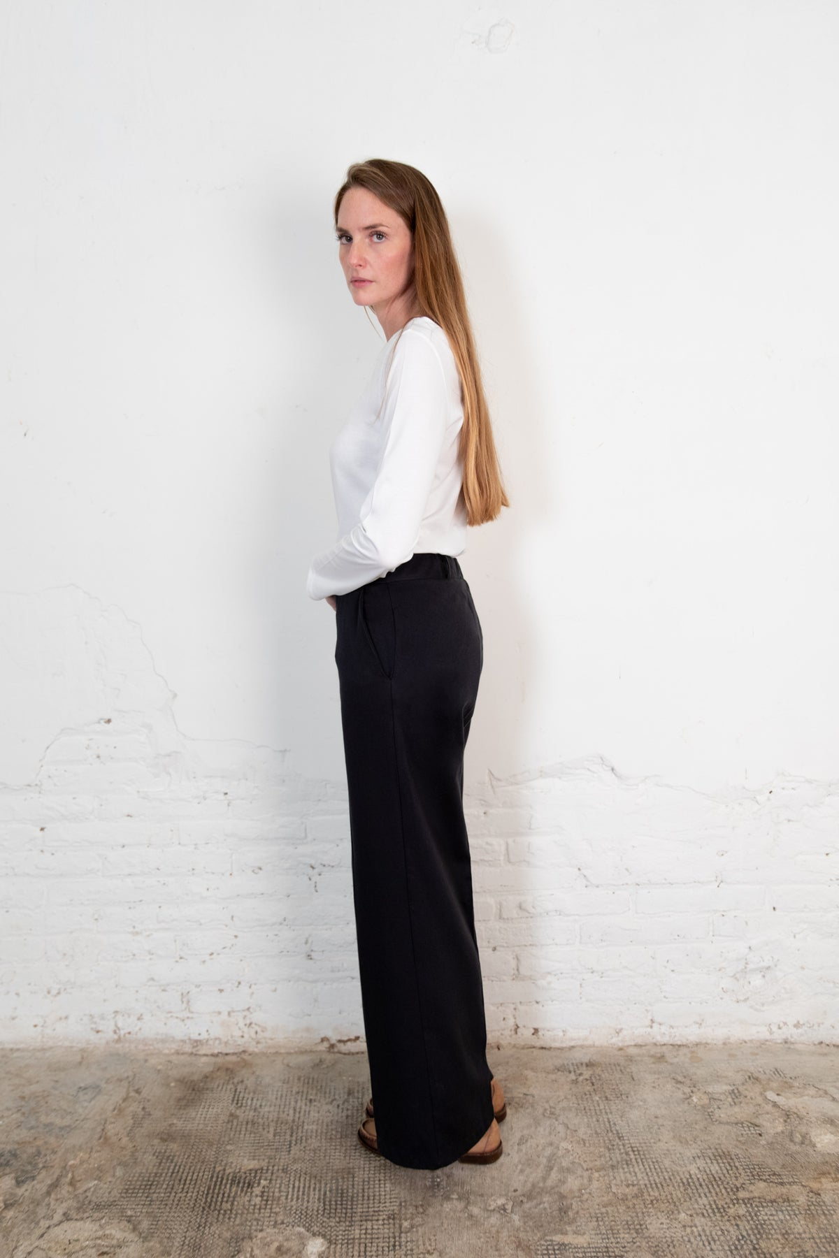 Lamad trousers black. Organic woman trousers. The Nordic Leaves. Fair trade. Organic cotton. Organic clothing. Sustainable fashion
