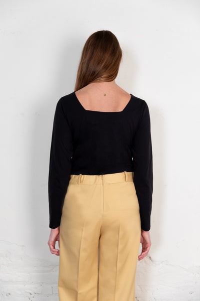 Blucu blouse black. Organic woman blouse. The Nordic Leaves. Fair trade. Organic cotton. Organic clothing. Sustainable fashion