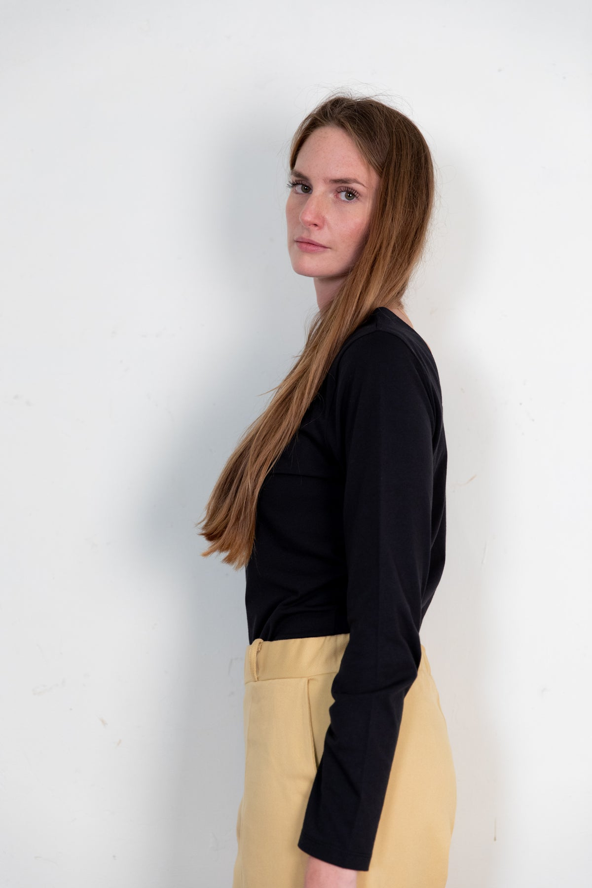 Lamad trousers sand. Organic woman trousers. The Nordic Leaves. Fair trade. Organic cotton. Organic clothing. Sustainable fashion