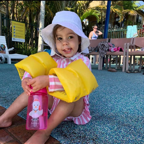 Adele Barbaro child in pool with her Jordbarn water bottle