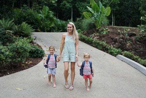 Maddi Wright with kids wearing Jordbarn backpacks
