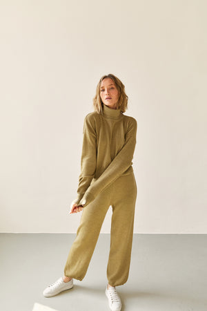The Turtleneck Jumper Leaf