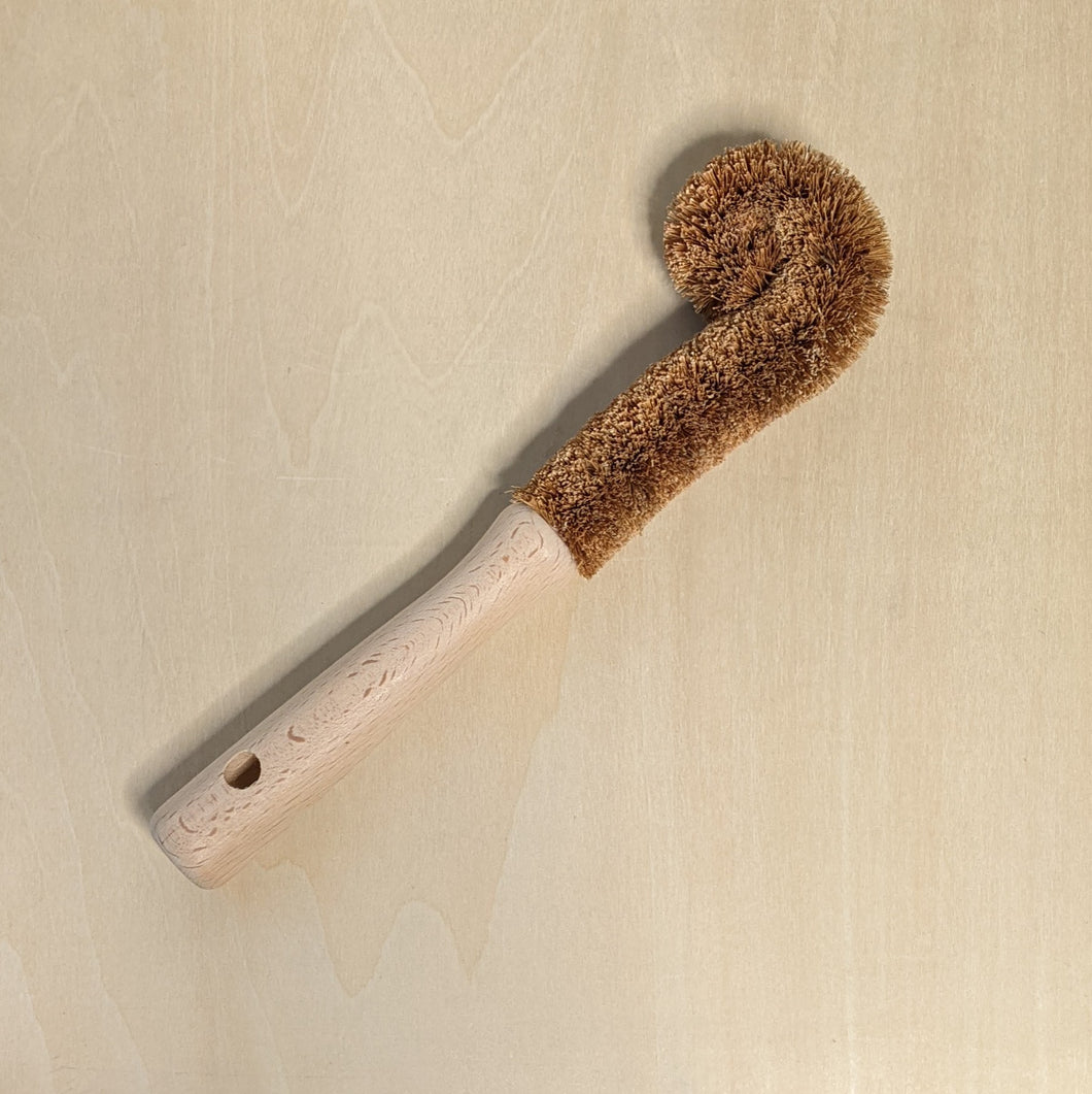 Beechwood handled bottle brush with coconut fiber bristles in a J shape.