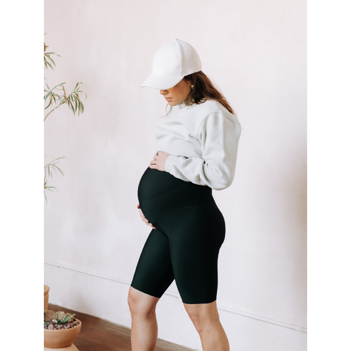 The GLOWE Maternity Short 8