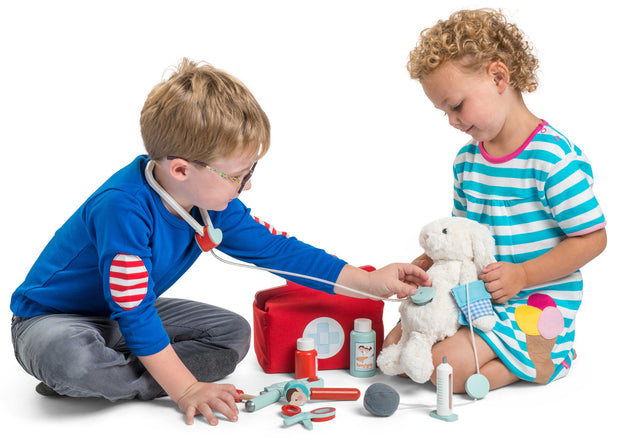 LE TOY VAN WOODEN TOYS - DOCTORS SET