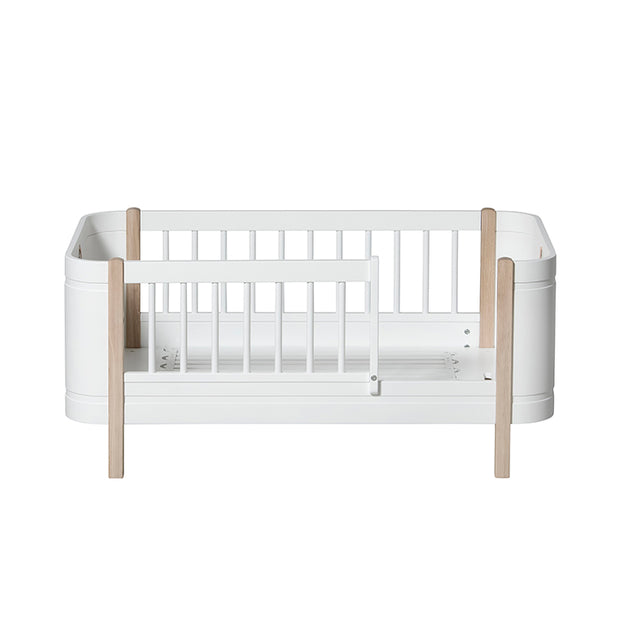 OLIVER FURNITURE WOOD MINI + - WHITE | OAK (COT / BED 0-9 YEARS)