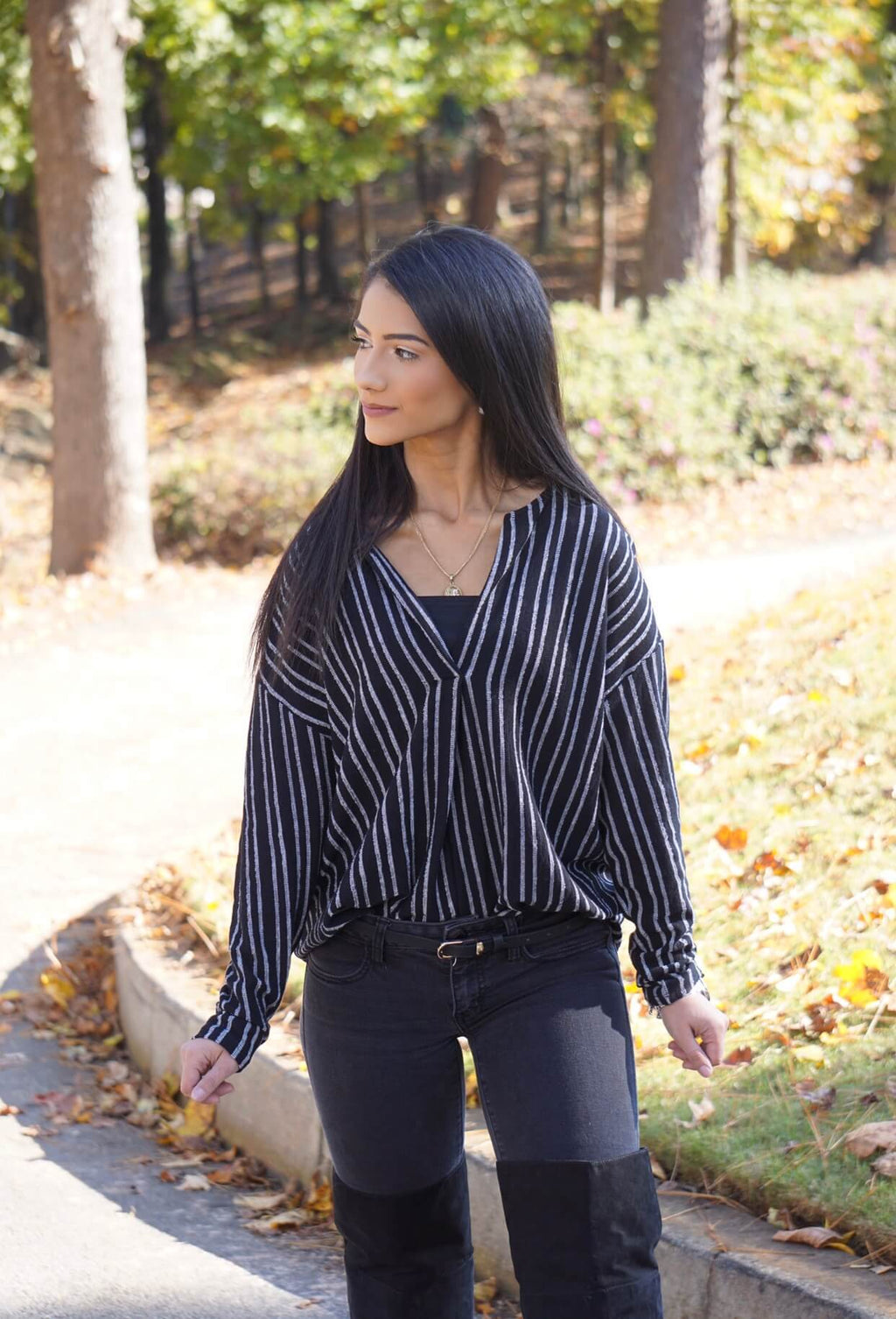 Black and White Lined Front Ribbed Woven Top