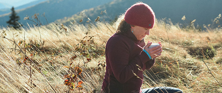 Anna Levesque drink tea in nature