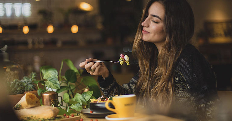 woman eating healthy for good digestive health