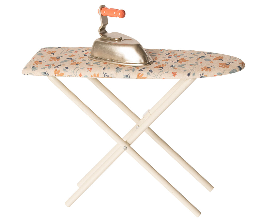 Iron & Ironing Board