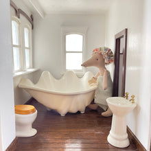 Load image into Gallery viewer, Heirloom Edition: Seashell Bathtub