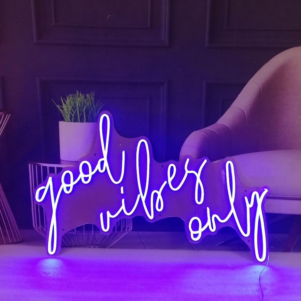 Neon Sign 'good vibes only'