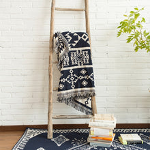 Load image into Gallery viewer, White Pattern Throw Blanket - Kiwo Shop