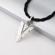 Load image into Gallery viewer, Arrow Head Pendant - Kiwo Shop