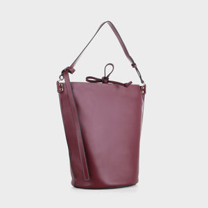 Izzy & Ali | Prato Shoulder in wine
