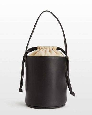 Many people love using bucket bags because they are easy to wear and can fit with many outfits.