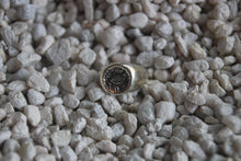 Load image into Gallery viewer, THE HUNT NYC - Small Signet Ring