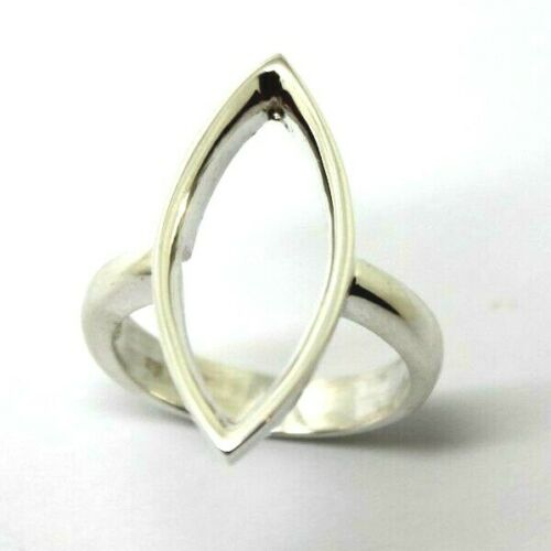Size S 9 Sterling Silver 925 Large V ring modern design -Free express post in oz
