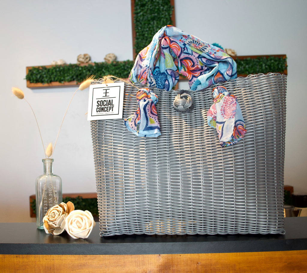 2012 - Gray Woven Purse with Fashion Straps