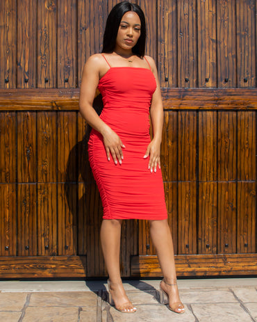 Dangerously In Love Ruched Midi Dress (Red)