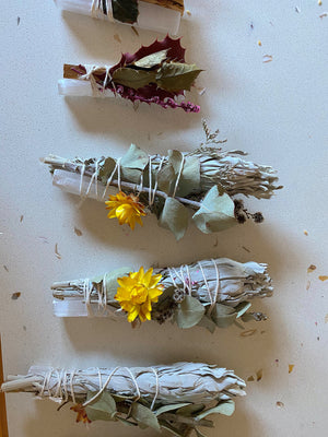 WHITE SAGE SMUDGE STICK BUNDLE WITH SELENITE + DRIED AUSTRALIAN NATIVE FLOWERS (ONE PER UNIT)