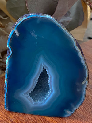 BLUE MINI NATURAL AGATE GEODE CAVE CRYSTAL (143g)