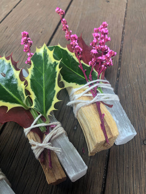 PALO SANTO STICK BUNDLE WITH SELENITE + DRIED AUSTRALIAN NATIVE FLOWERS (ONE PER UNIT)