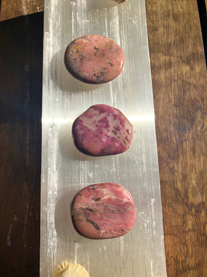 RHODONITE PALM STONE - RETREALM