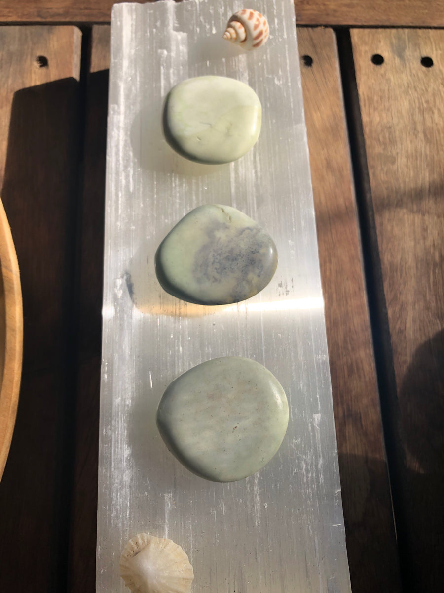 CHRYSOPRASE PALM STONE - RETREALM