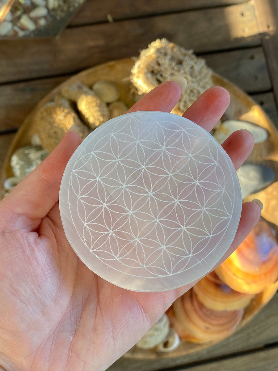 SELINITE CRYSTAL GRID DISC FLOWER OF LIFE | CLEANSE AND CHARGE YOUR CRYSTALS