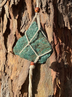 MACRAME HANGER LUCKY GREEN ADVENTURINE ROUGH CHUNK (286g)