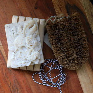 kitchen-soap-gift-coconut-fibre-scourer-pine-soap-dish