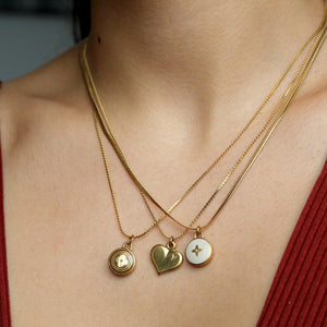 Nude pendant necklace