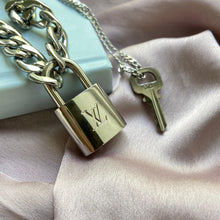 Load image into Gallery viewer, Authentic Louis Vuitton Necklace Silver Padlock