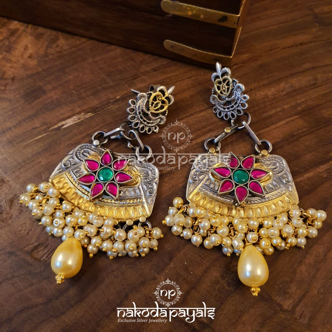 Perky Kundan Earrings In Dual Tone