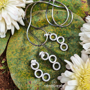 Hanging Circles Pendant Set