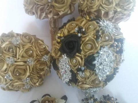 Image of a Gold brooch bouquet for a gold themed wedding and perfect for an Asian wedding keepsake