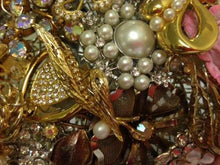 Load image into Gallery viewer, Gemma Gold Vintage Brooch Wedding Bouquet - Bridal Crystal Bouquets