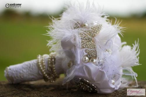 Pretty Feather Vintage Brooch Bouquet for a brides wedding