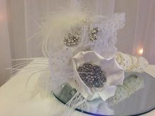 Load image into Gallery viewer, Pretty Feather Vintage Brooch Bouquet for a brides wedding