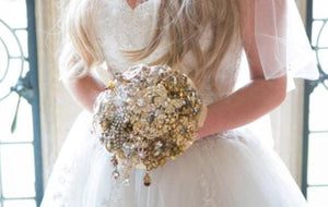 Exquisite Sparkly Gold Brooch Bouquet for a wedding bride