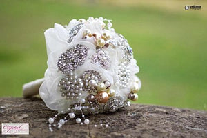 Vintage Pearl Brooch Bouquet ivory for a bride